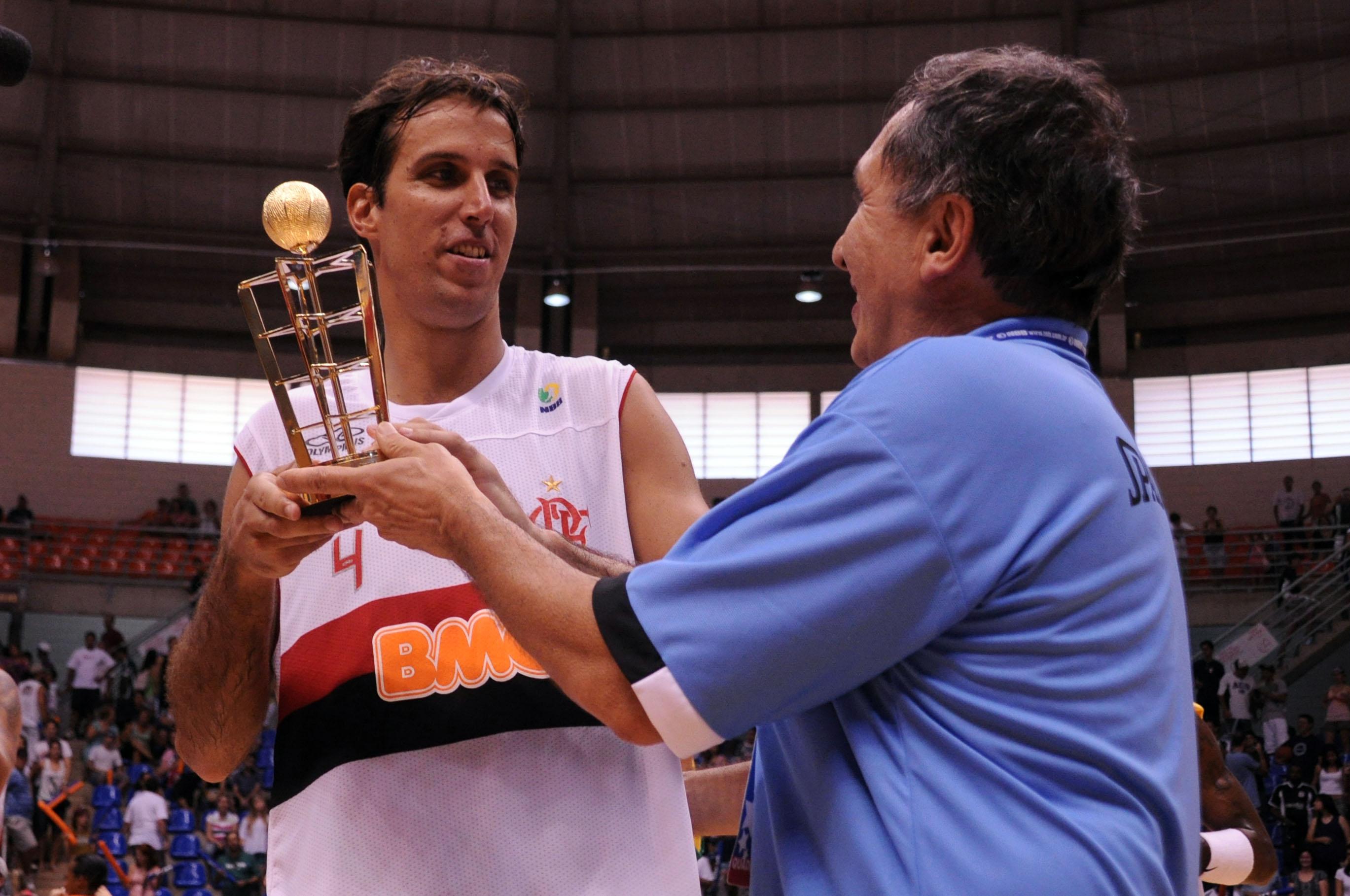 MVP - Marcelinho, do Flamengo, e Kouros Monadjemi