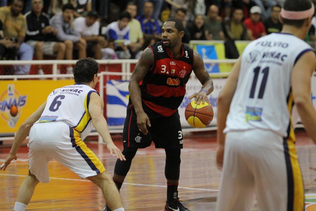 David Jackson, do Flamengo e Matheus, do São José