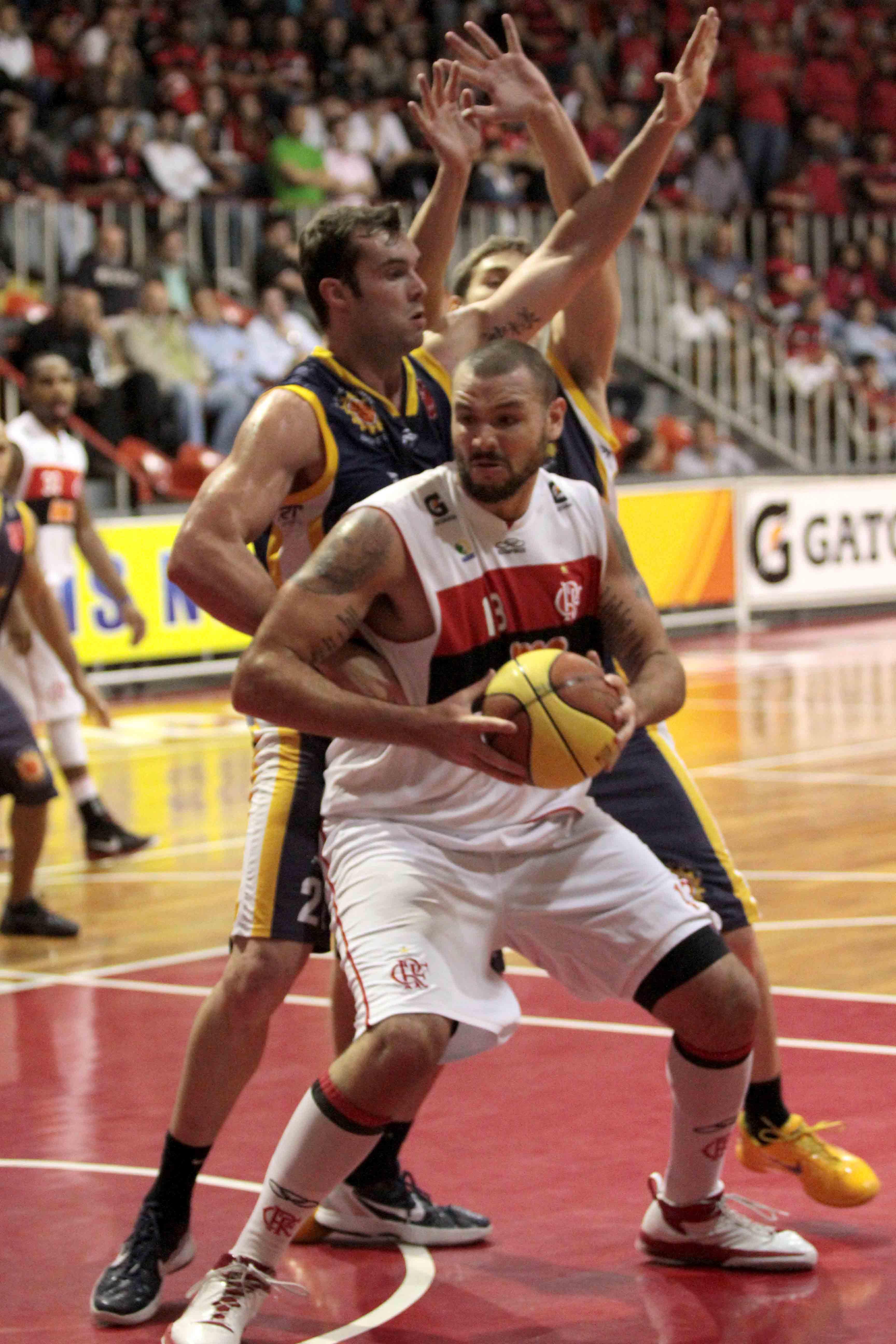 Caio Torres, do Flamengo e Murilo, do São José