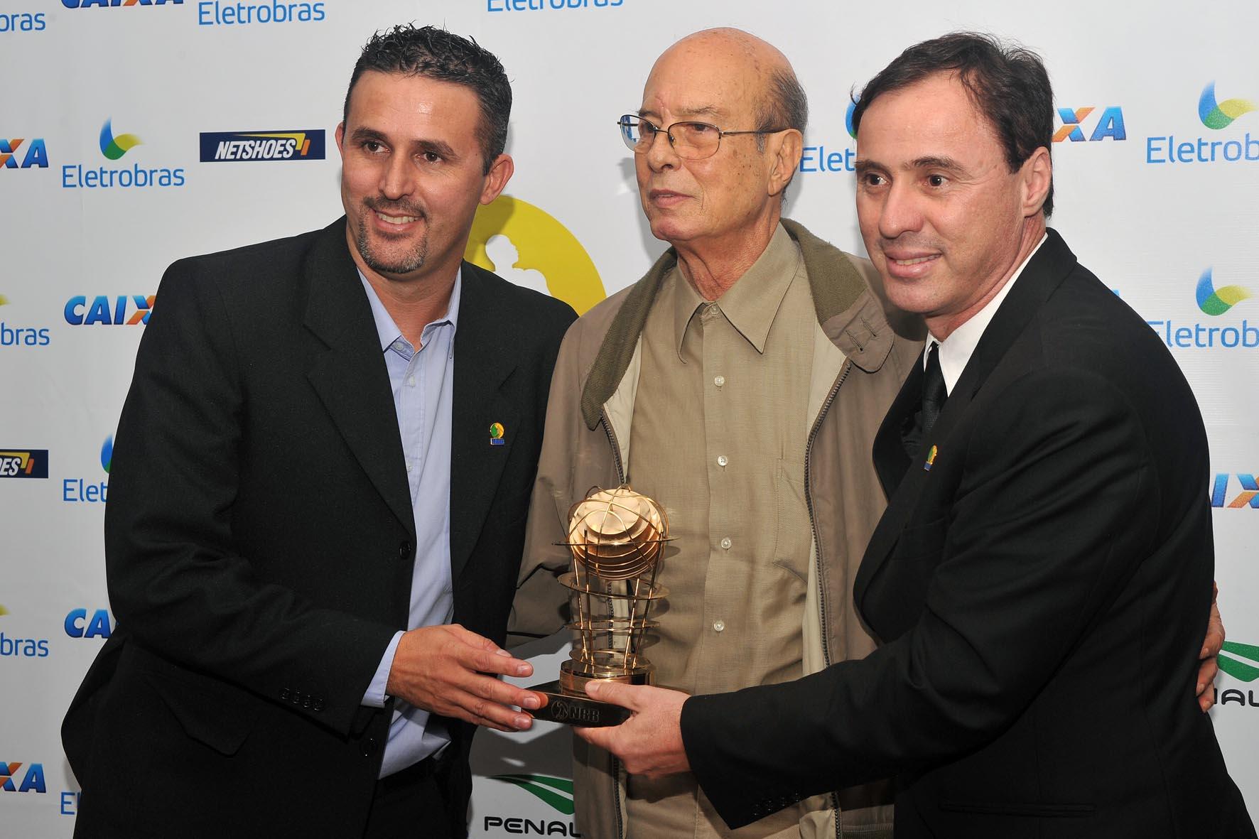 Régis Marrelli recebe o Trofeu Ary Vidal