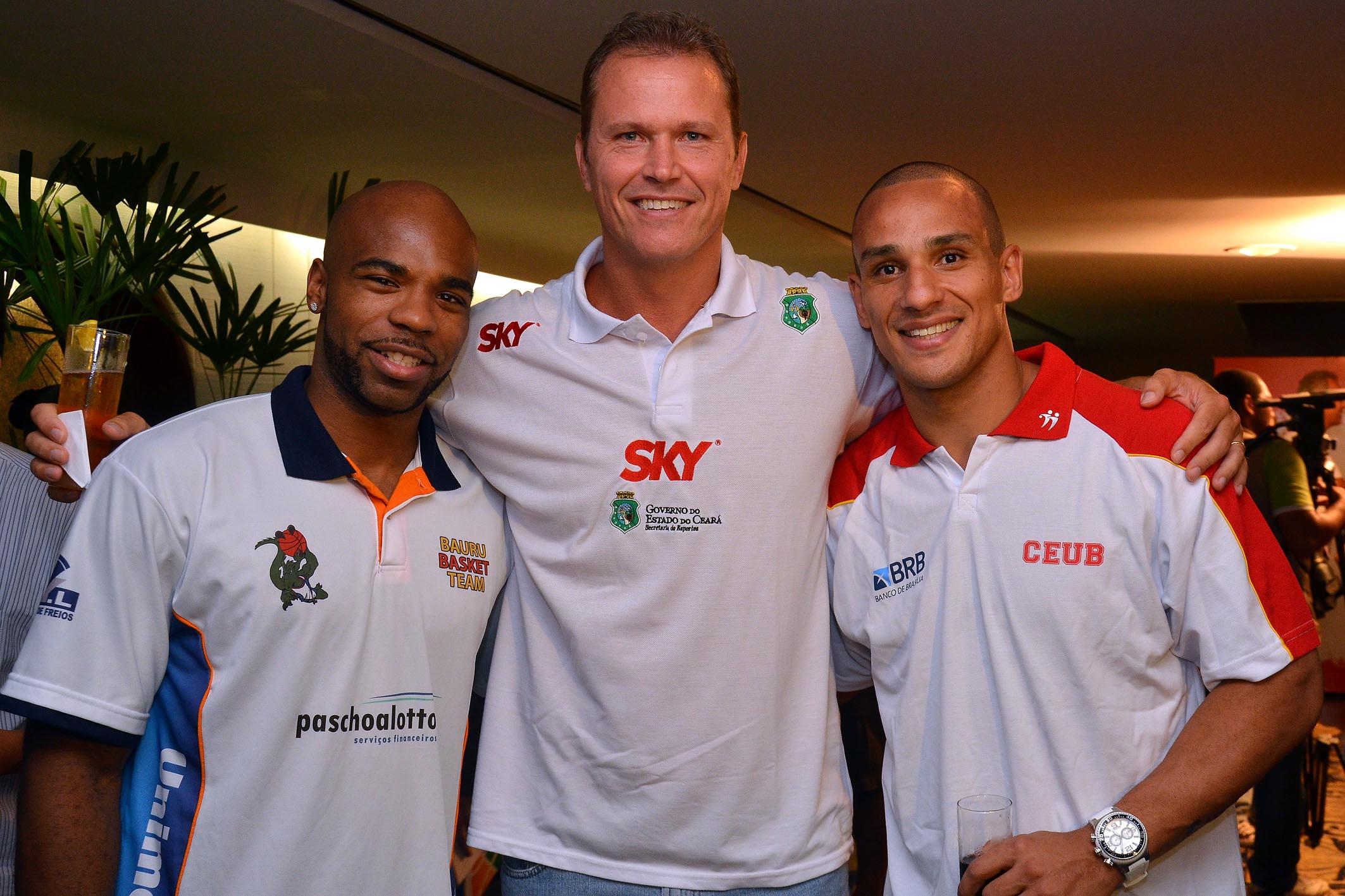 Larry Taylor (Bauru), Rogério (Basquete Cearense) e Alex (Brasília)