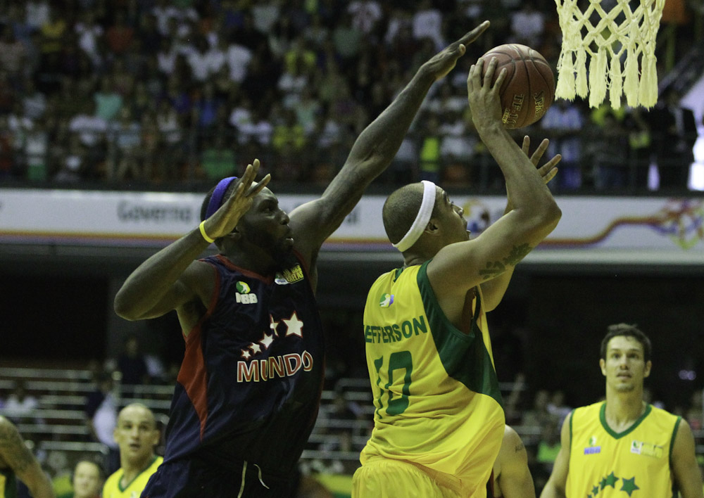 Jefferson, do NBB Brasil, e Tyrone Curnell, do NBB Mundo