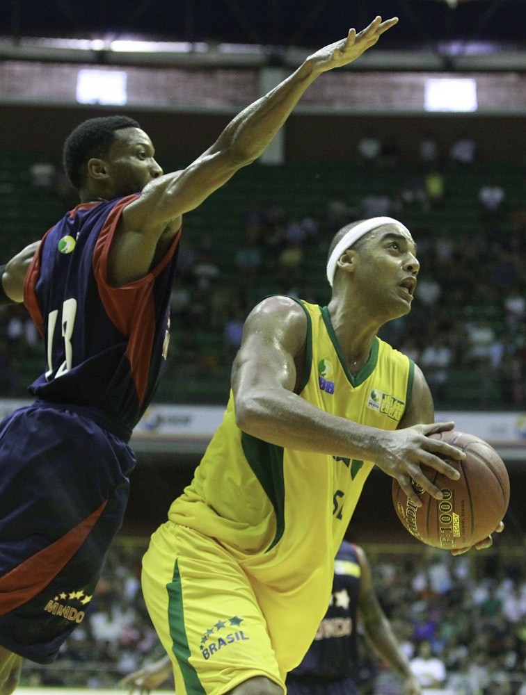 Jefferson, do NBB Brasil, e Holloway, do NBB Mundo