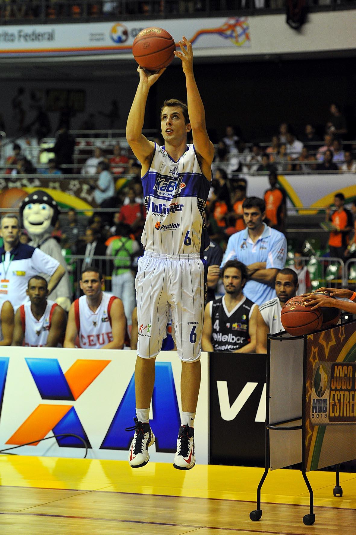 Matheus Dalla, do Limeira, campeão do Torneio de 3 pontos