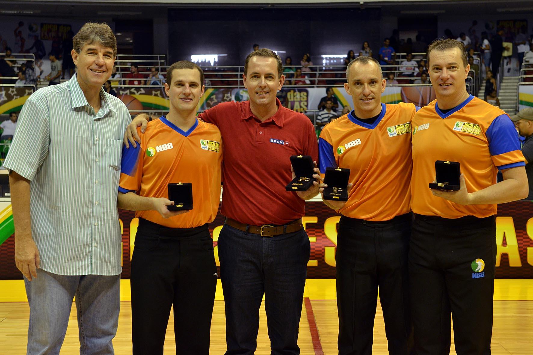 Cássio Roque, presidente da LNB, e os árbitros Diego Chiconato, Marcos Benito e Cristiano Maranho, e o ex-áribitro Renatinho