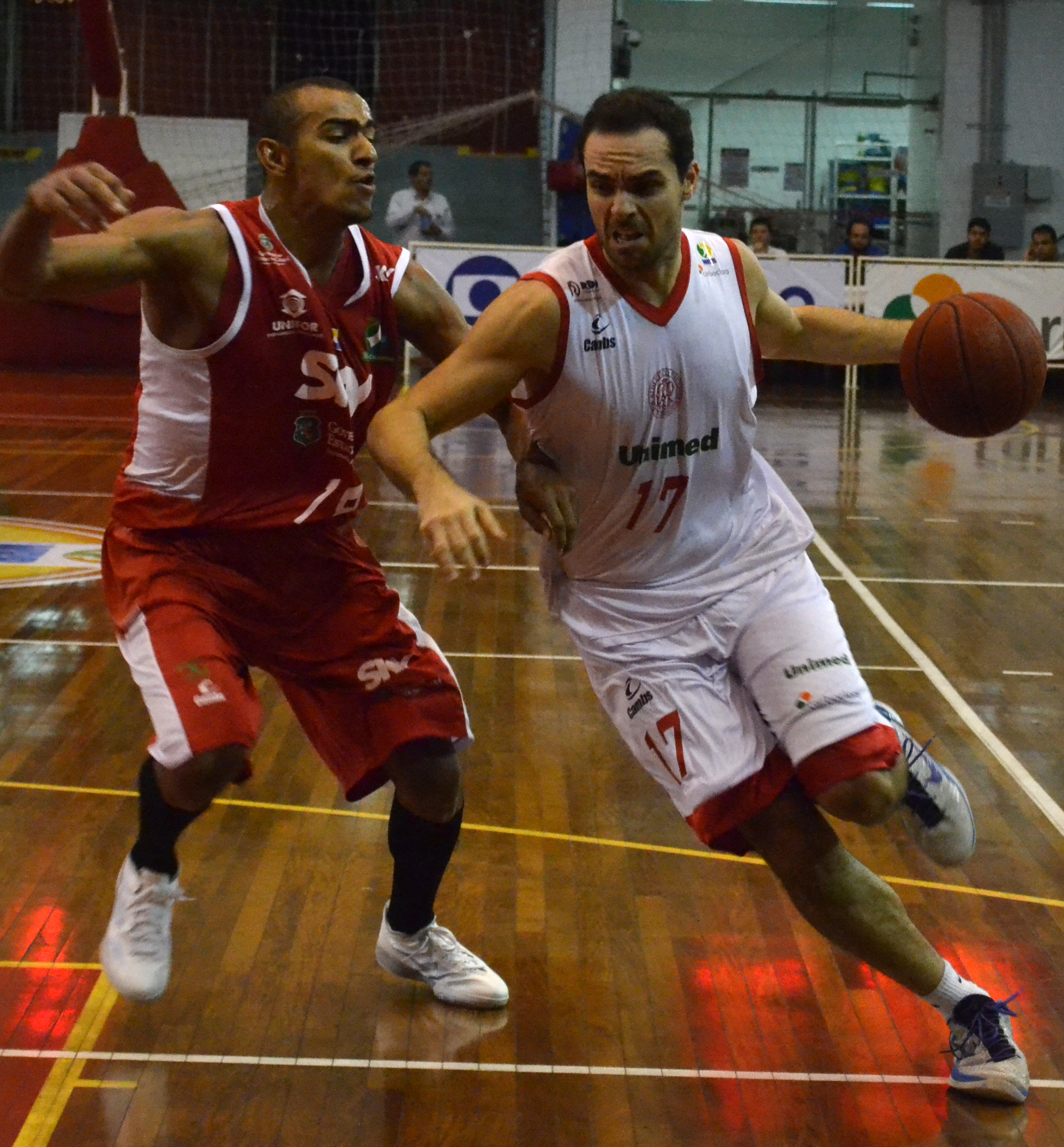 Mantegunha, do Paulistano, e Jimmy, do Basquete Cearense