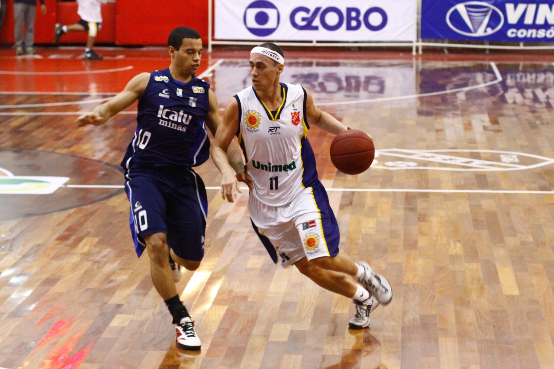 Fúlvio, do São José, e Henrique Coelho, do Minas