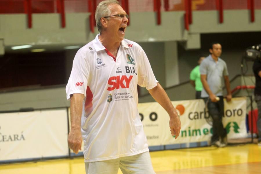 Técnico Alberto Bial, do Basquete Cearense