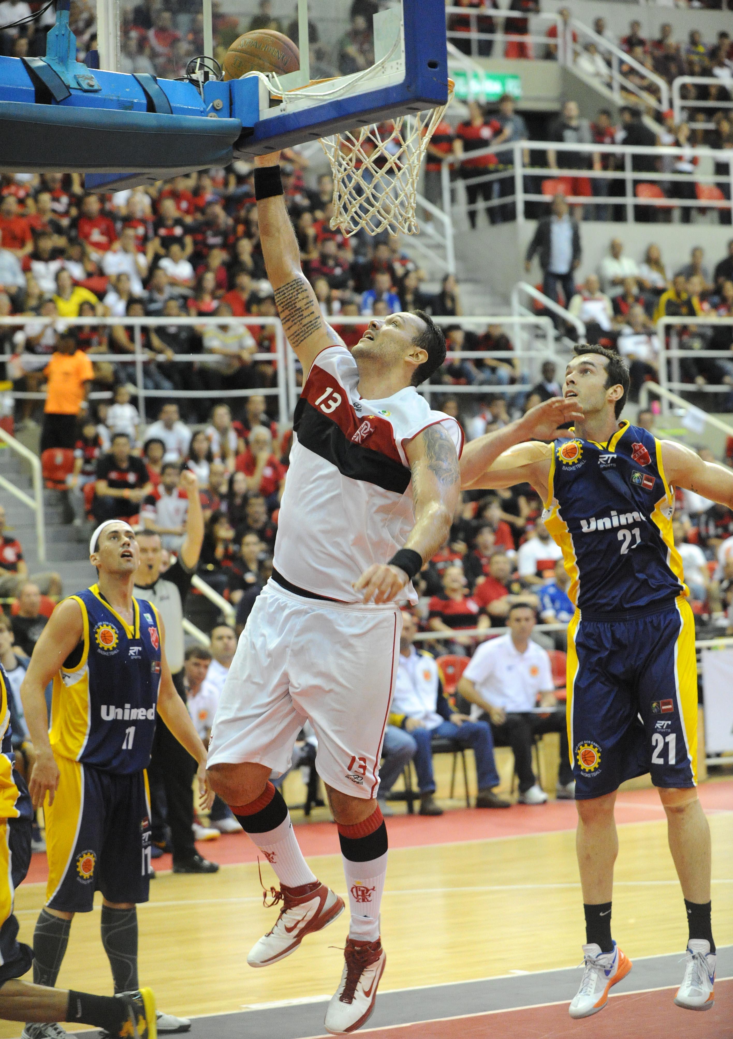 Caio Torres, do Flamengo, e Murilo, do São José