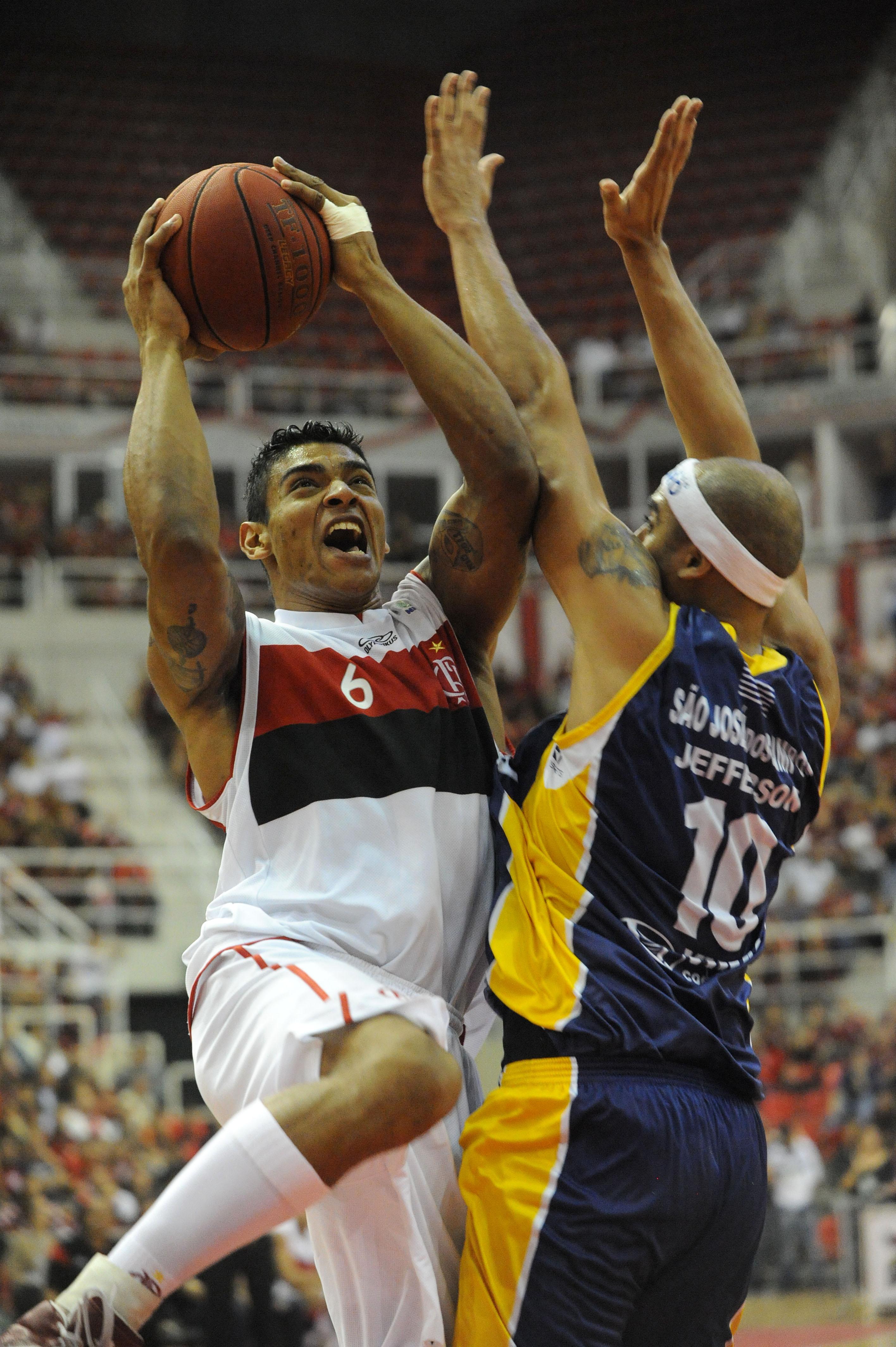 Shilton, do Flamengo, e Jefferson, do São José