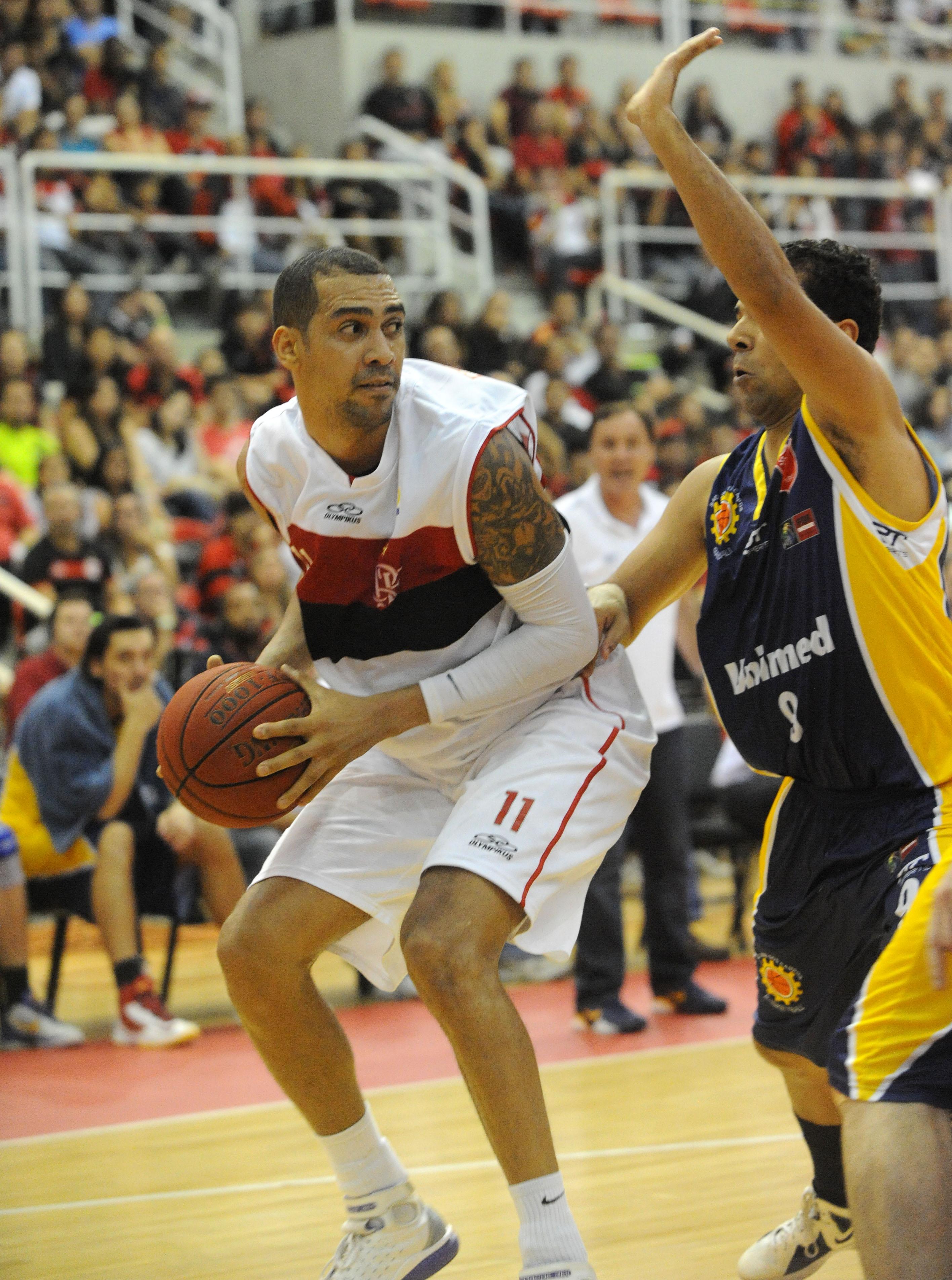 Marquinhos, do Flamengo, e Luiz Felipe, do São José