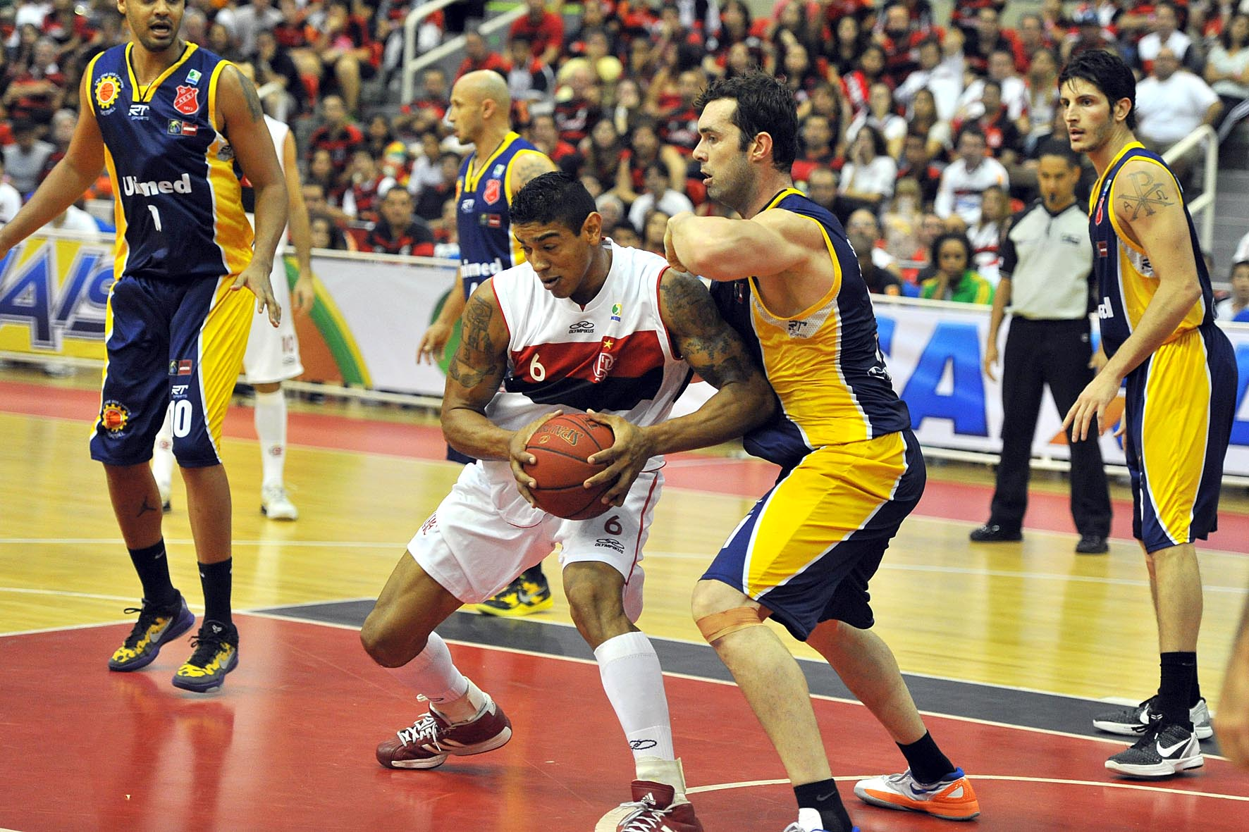 Shilton, do Flamengo, e Murilo, do São José