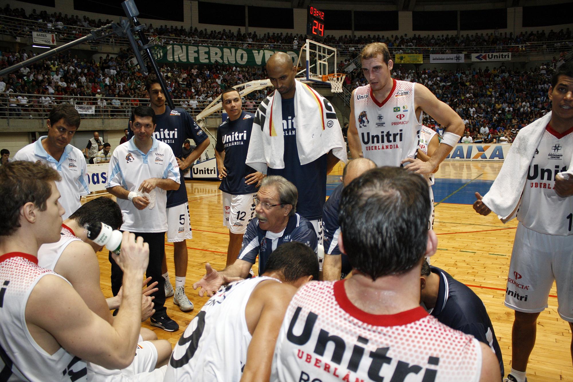 Hélio Rubens e equipe do Uberlândia