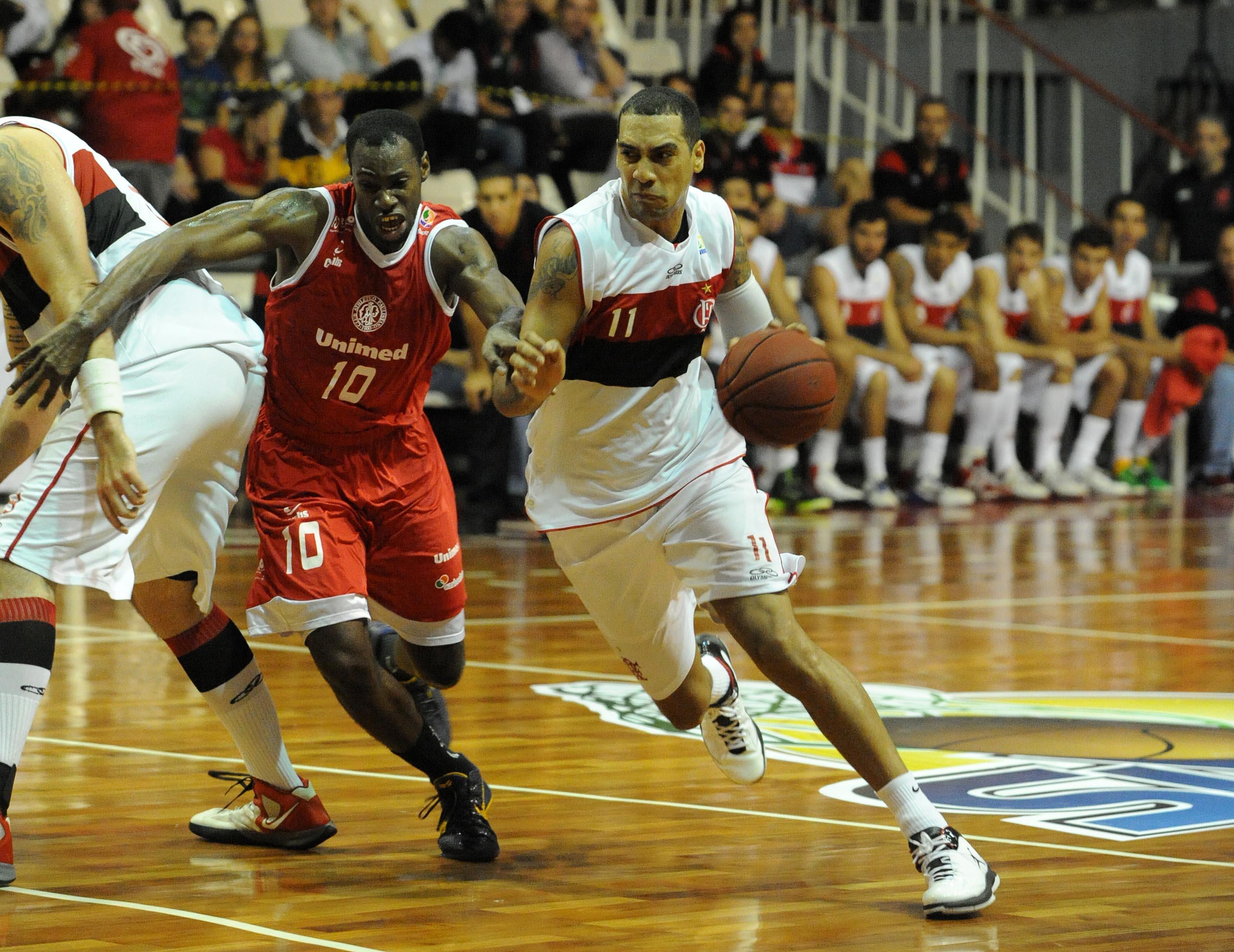 Marquinhos, do Flamengo, e Alex Oliveira, do Paulistano