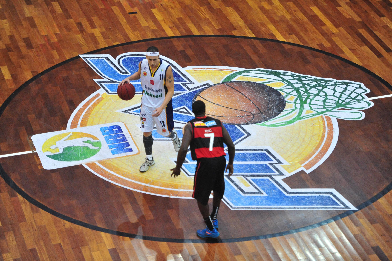 Fúlvio, do São José, e Kojo, do Flamengo