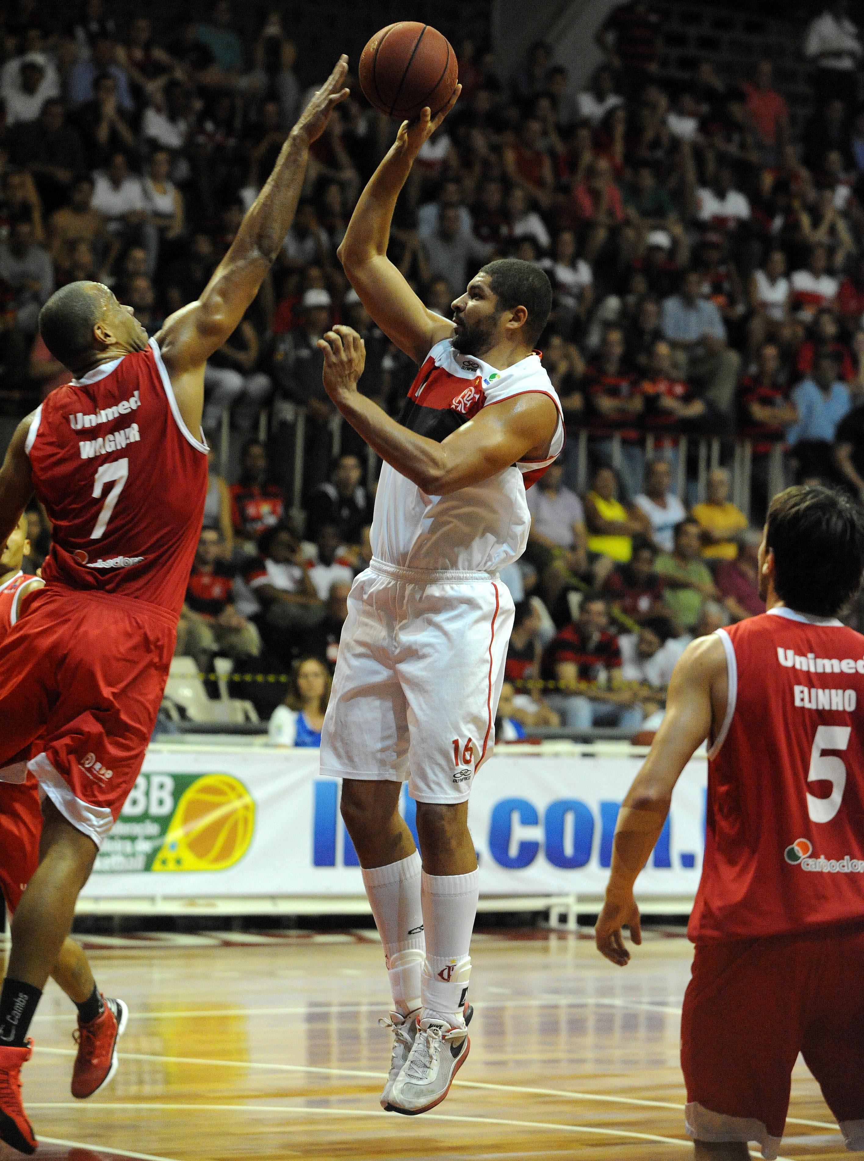 Olivinha, do Flamengo, e Wagner, do Paulistano
