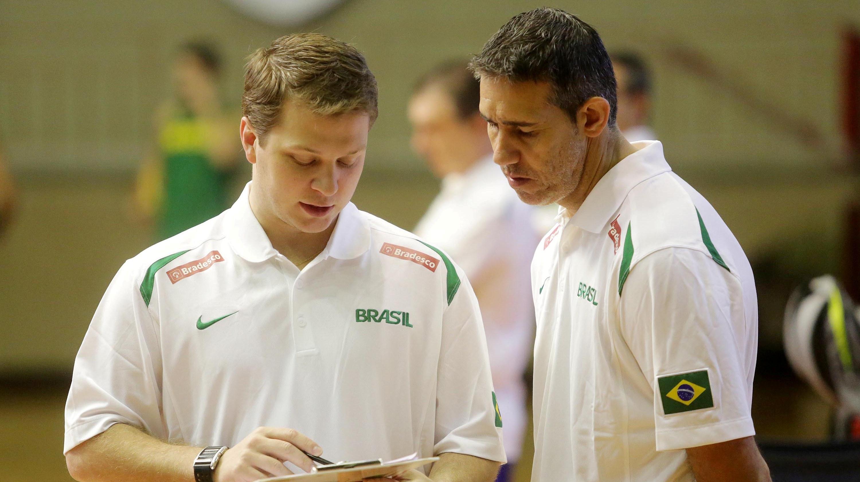 Gustavo ou Neto? Quem será o técnico campeão do NBB 2013/2014 (Gaspar Nóbrega/Inovafoto)