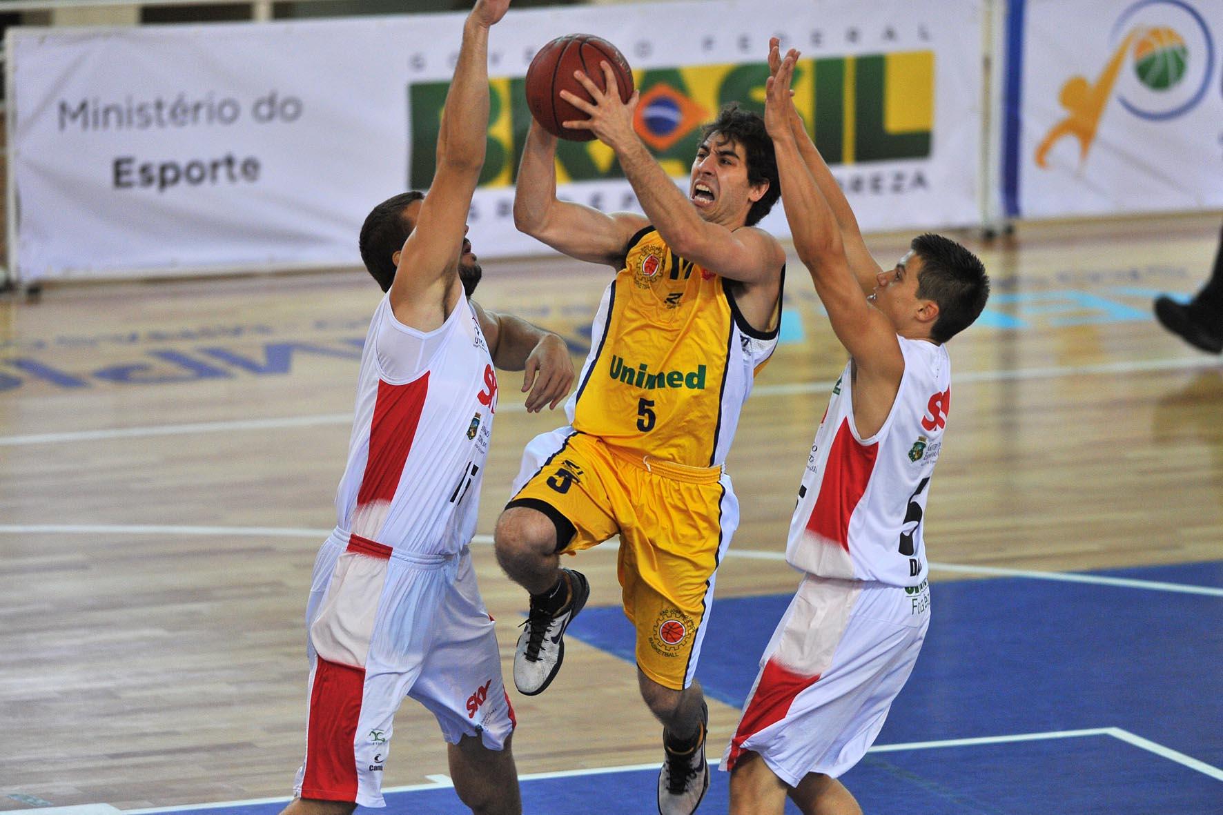 Victor Correia, do São José