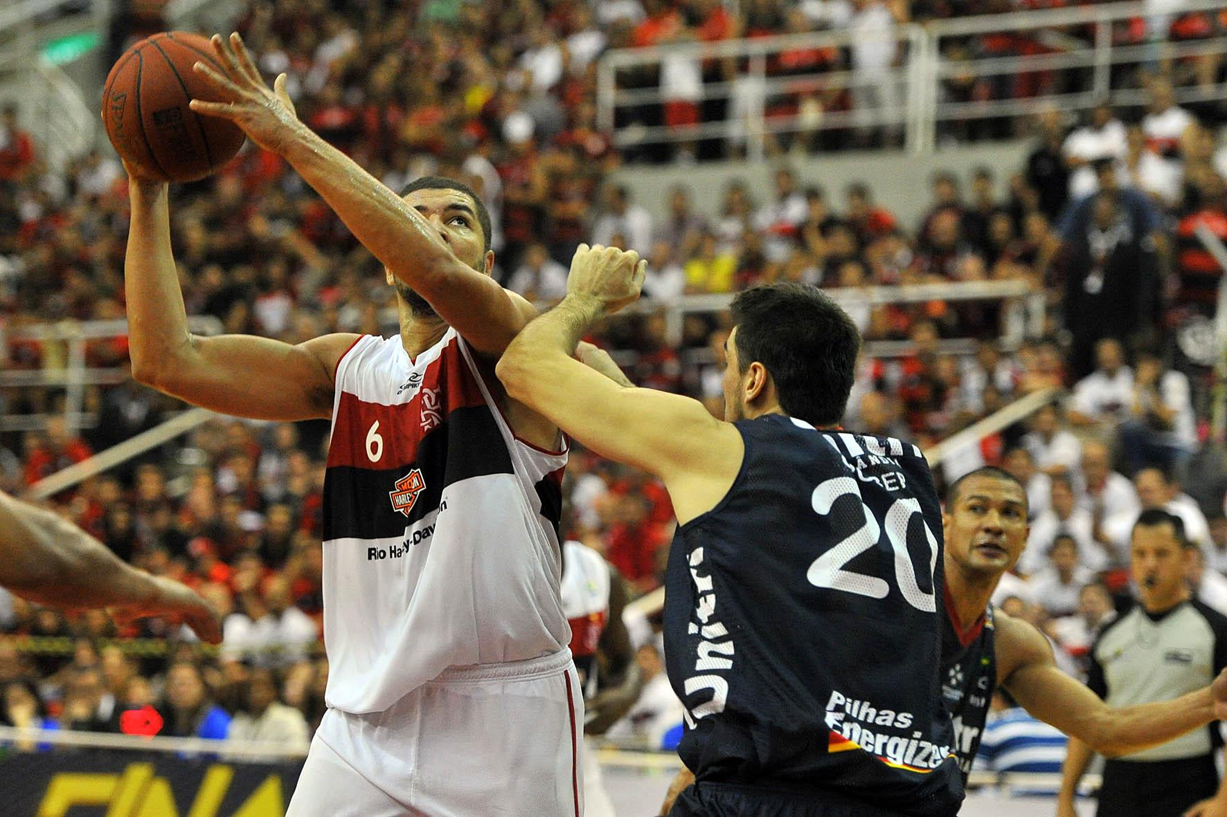 Olivinha, do Flamengo, e Gruber, do Uberlândia