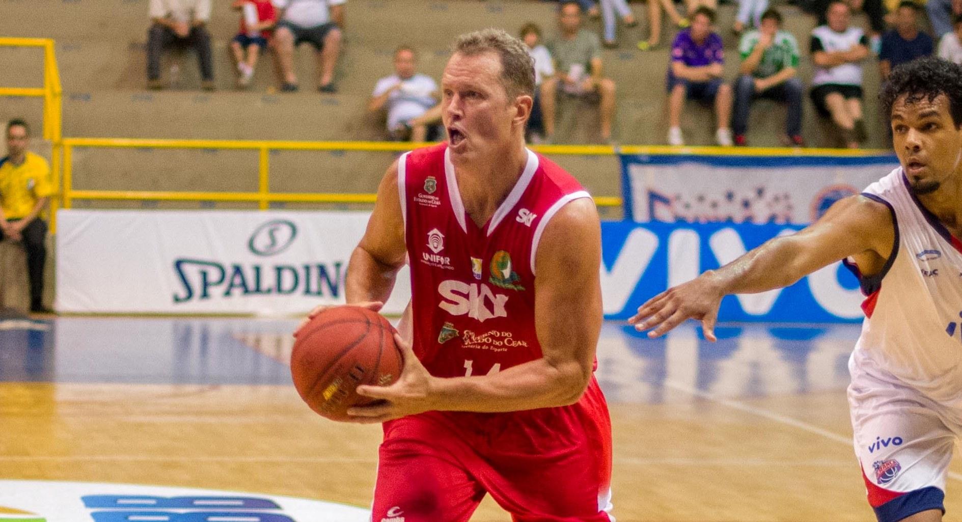 O jogador já atuou por Sogipa (RS), Monte Líbano (SP), Jales (SP), Vasco da Gama (RJ), Ajax (GO), Uberlândia (MG), Franca (SP), Limeira (SP) e Basquete Cearense (CE) (Newton Nogueira/Divulgação)