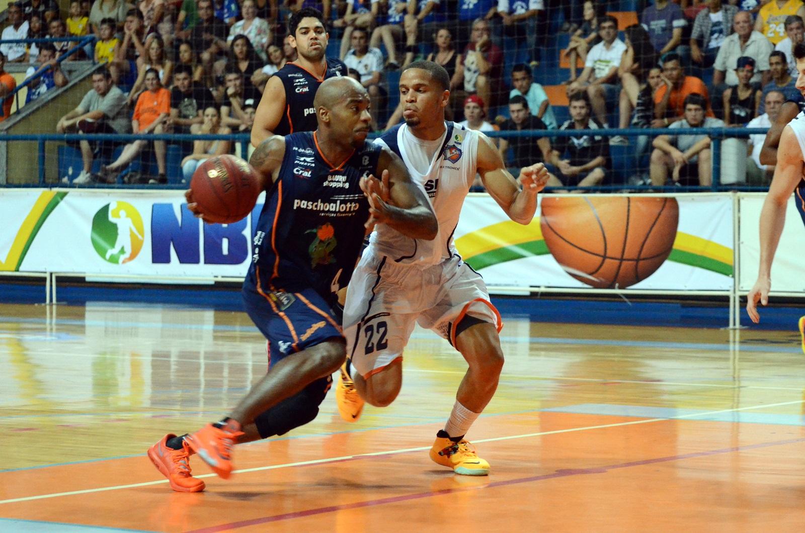 Finalista no Estadual e na Liga Sul-Americana, o Bauru venceu a primeira no NBB (Caio Casagrande/Divulgação)