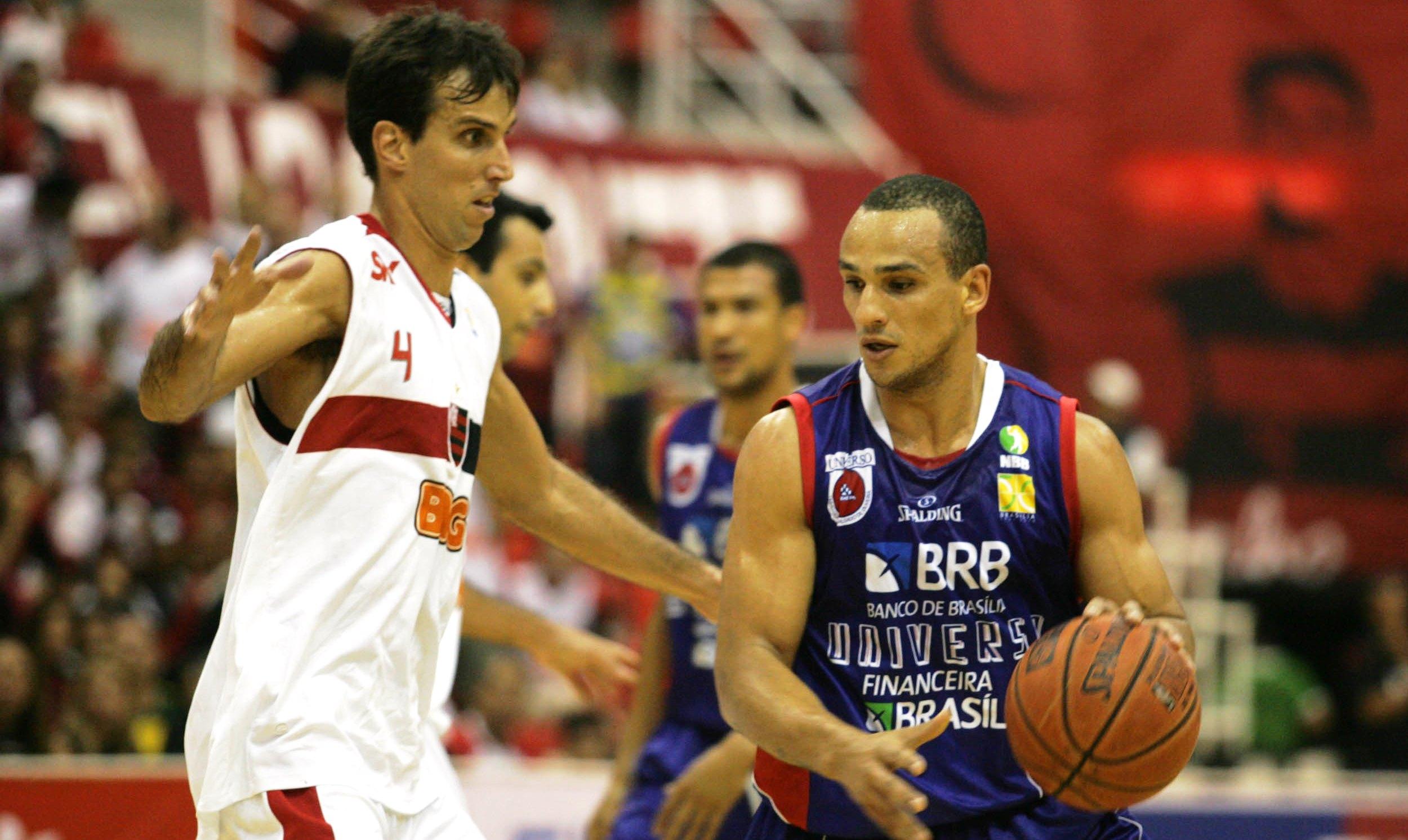 Alex e Marcelinho são dois dos principais protagonistas da história do duelo no NBB (Ricardo Cassiano/Divulgação)