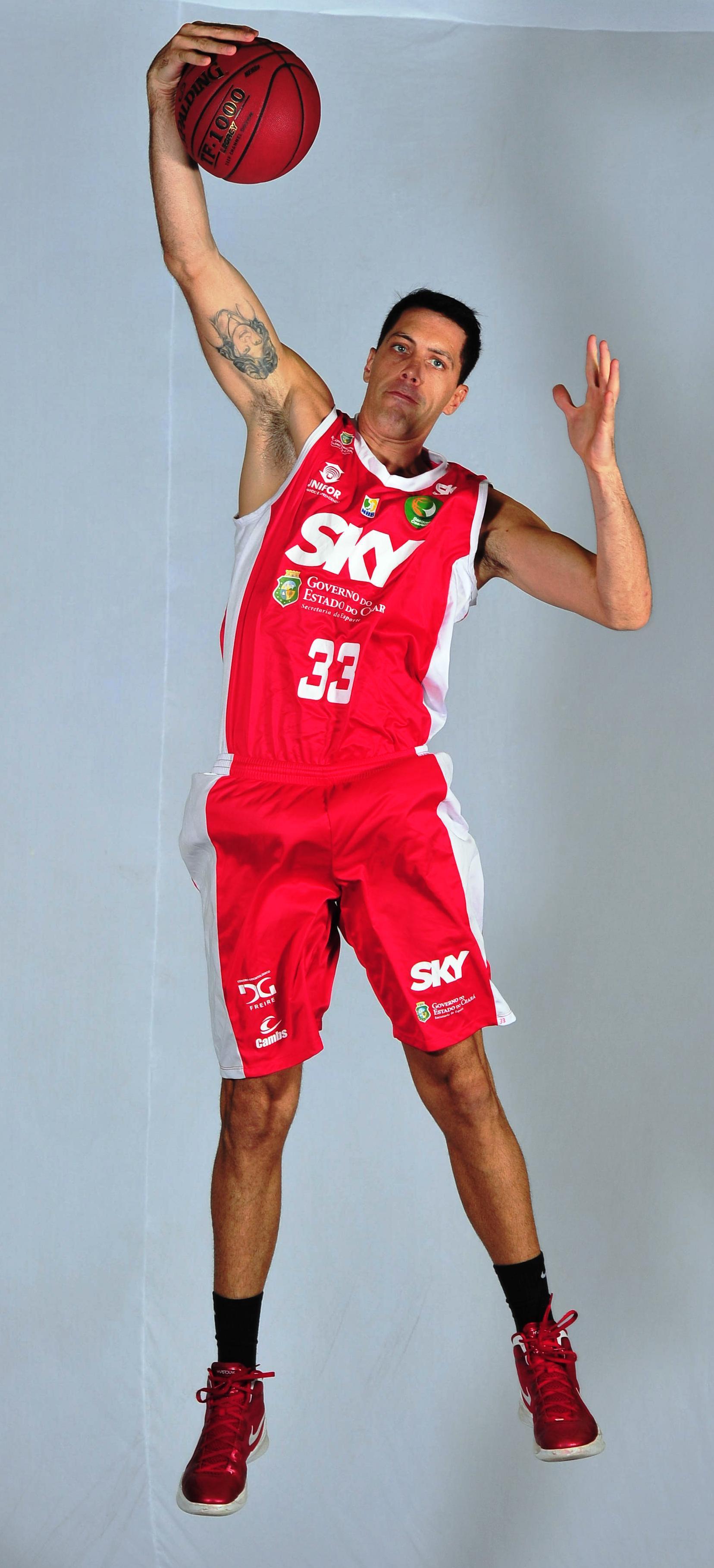 Felipe Ribeiro pode ser o oitavo jogador a completar 1.000 rebotes na história do NBB (João Pires/LNB)