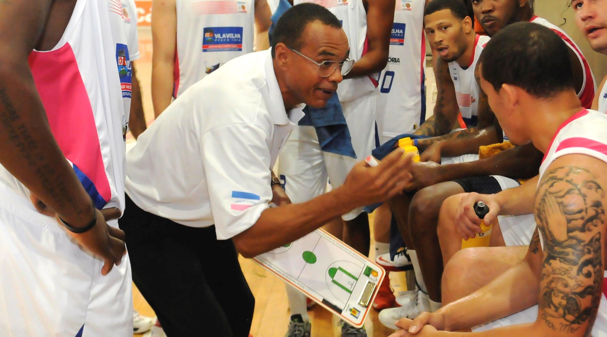 João Batista deixa o comando do Espírito Santo e assumirá a equipe de Uberlândia (Vitor Jubini/LNB)