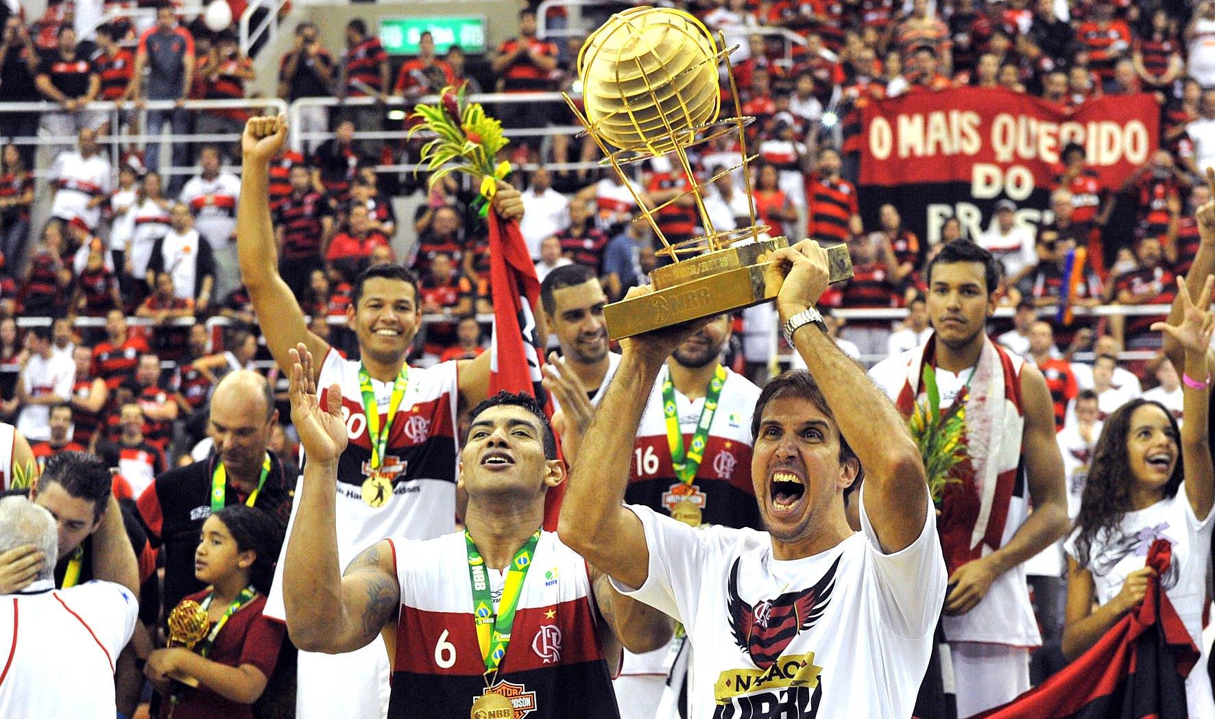 Flamengo levantou o troféu de campeão do NBB pela segunda vez na história (João Pires/LNB)