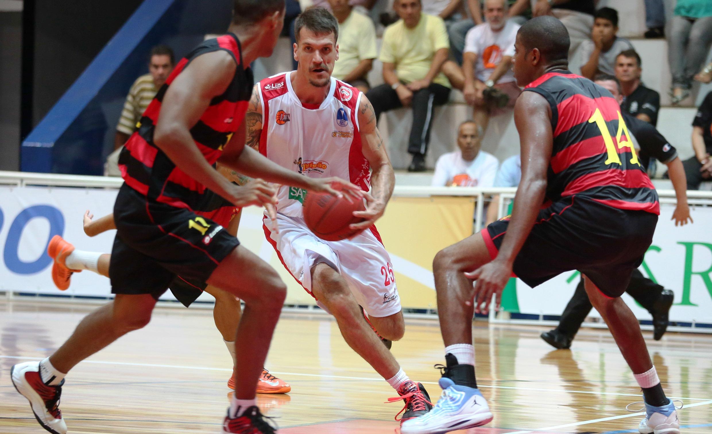 Lins, do al Teló, tem a chance de garantir a liderança nesta rodada (Luiz Pires/LNB)