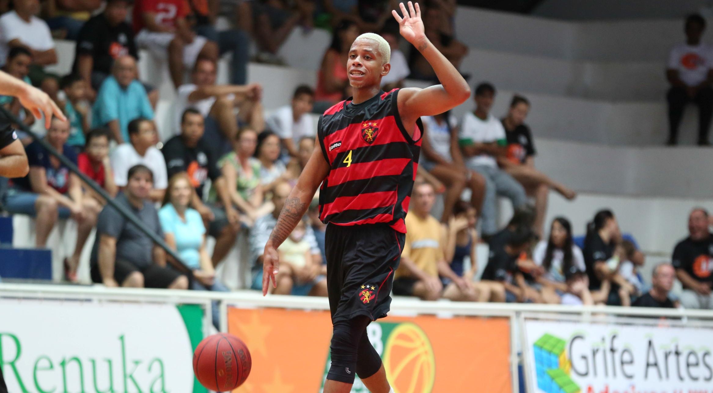 Carioca foi o principal destaque do primeiro triunfo do Sport na Liga Ouro (Luiz Pires/LNB)