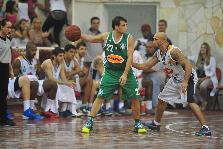 Maxi Stanic, do Palmeiras, e Laws, do São José
