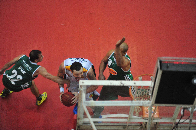 Caio Torres, do São José, e Tiagão, do Palmeiras