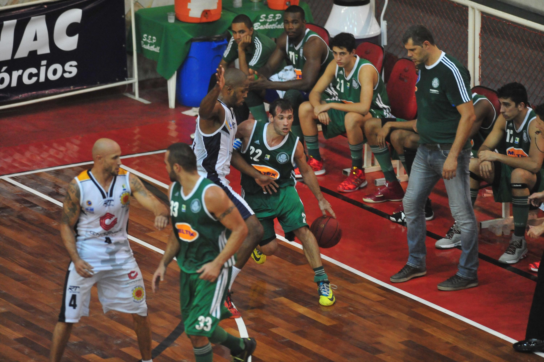 Maxi Stanic, do Palmeiras, e Gustavo, do São José