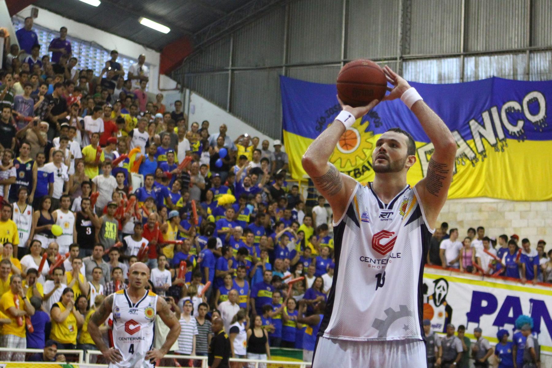 Caio Torres, do São José