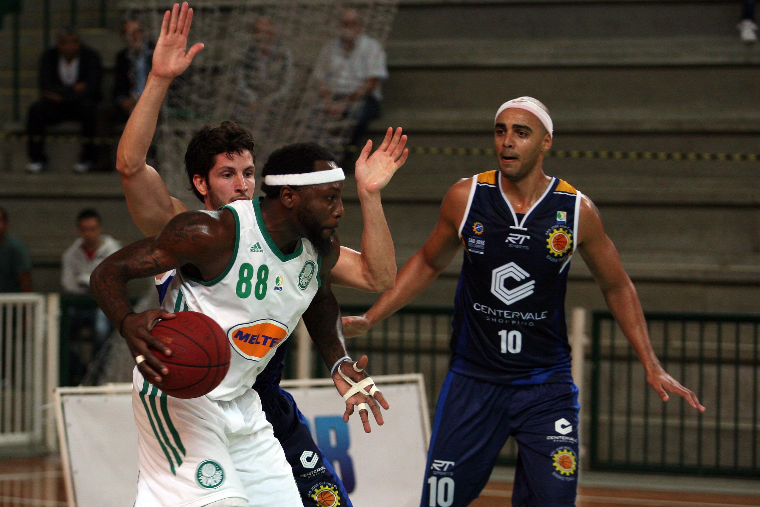 Tyrone, do Palmeiras, e Dedé e Jefferson, do São José