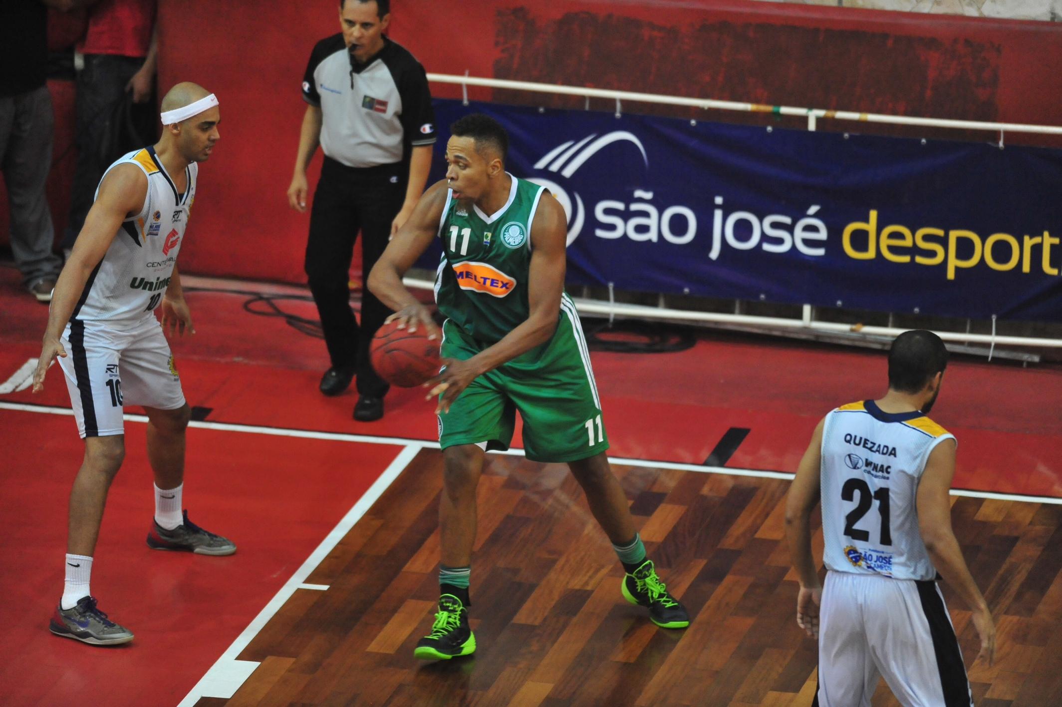 Marcão, do Palmeiras, e Jefferson, do São José