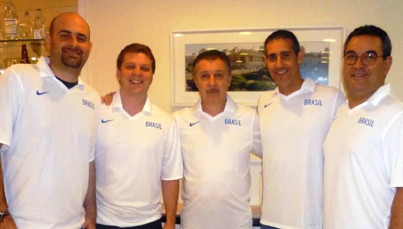 Gustavo e Neto trabalharam juntos no Paulistano, estão ao lado de Magnano na Seleção e decidirão a Final do NBB (Divulgação)