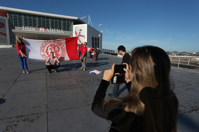 Torcida do Paulistano chegando à HSBC Arena (Luiz Pires/LNB)