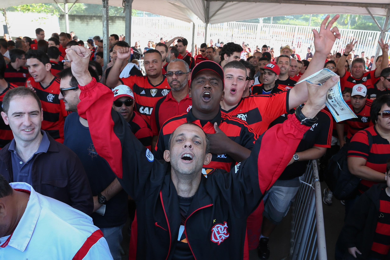Torcida do Flamengo chegando à HSBC Arena (Luiz Pires/LNB