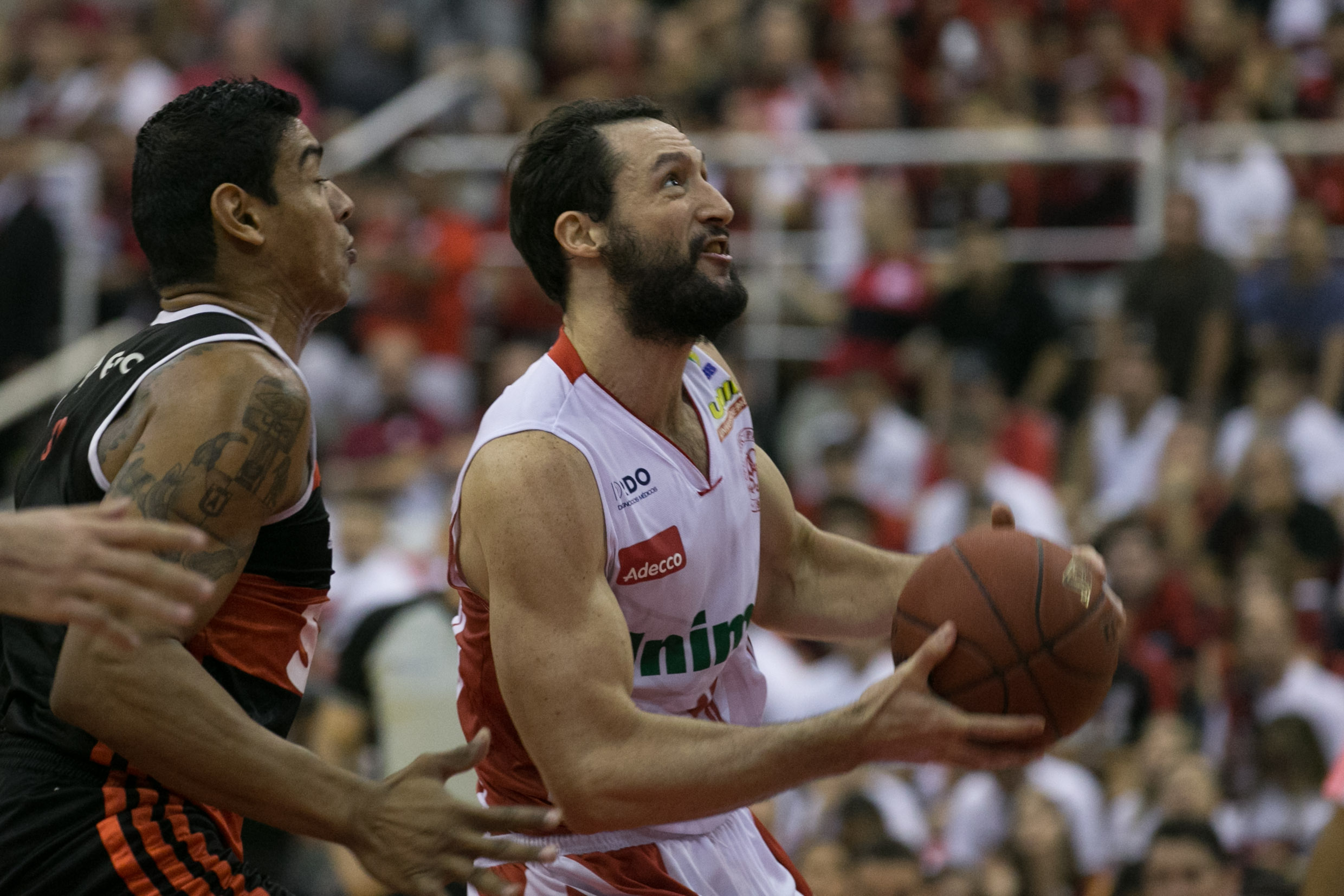 Shilton, do Flamengo, e Pilar, do Paulistano (Luiz Pires/LNB)