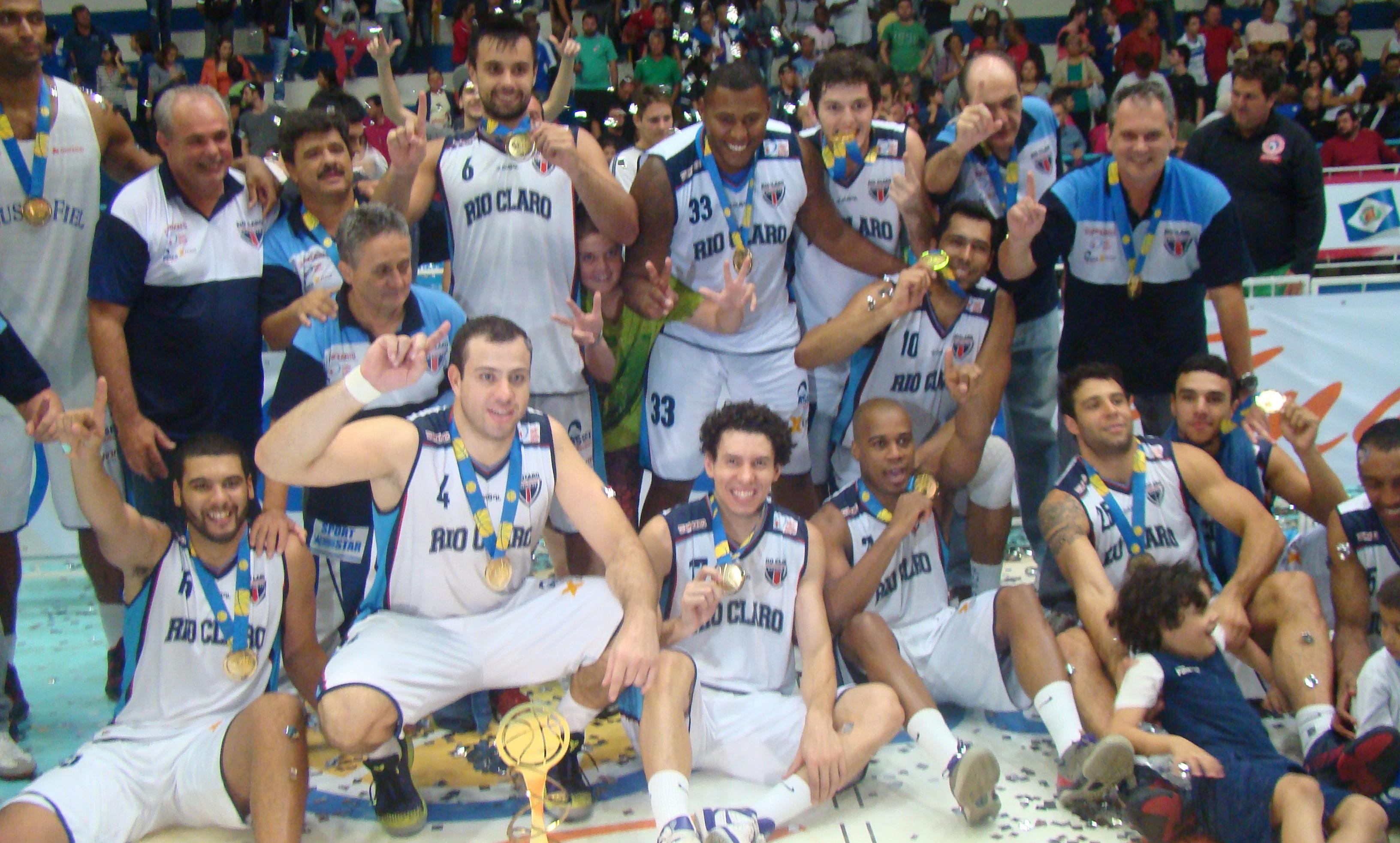 Campeão da primeira edição da Liga Ouro, Rio Claro ganhou o direito de disputar o NBB 2014/2015 (Divulgação/LNB)