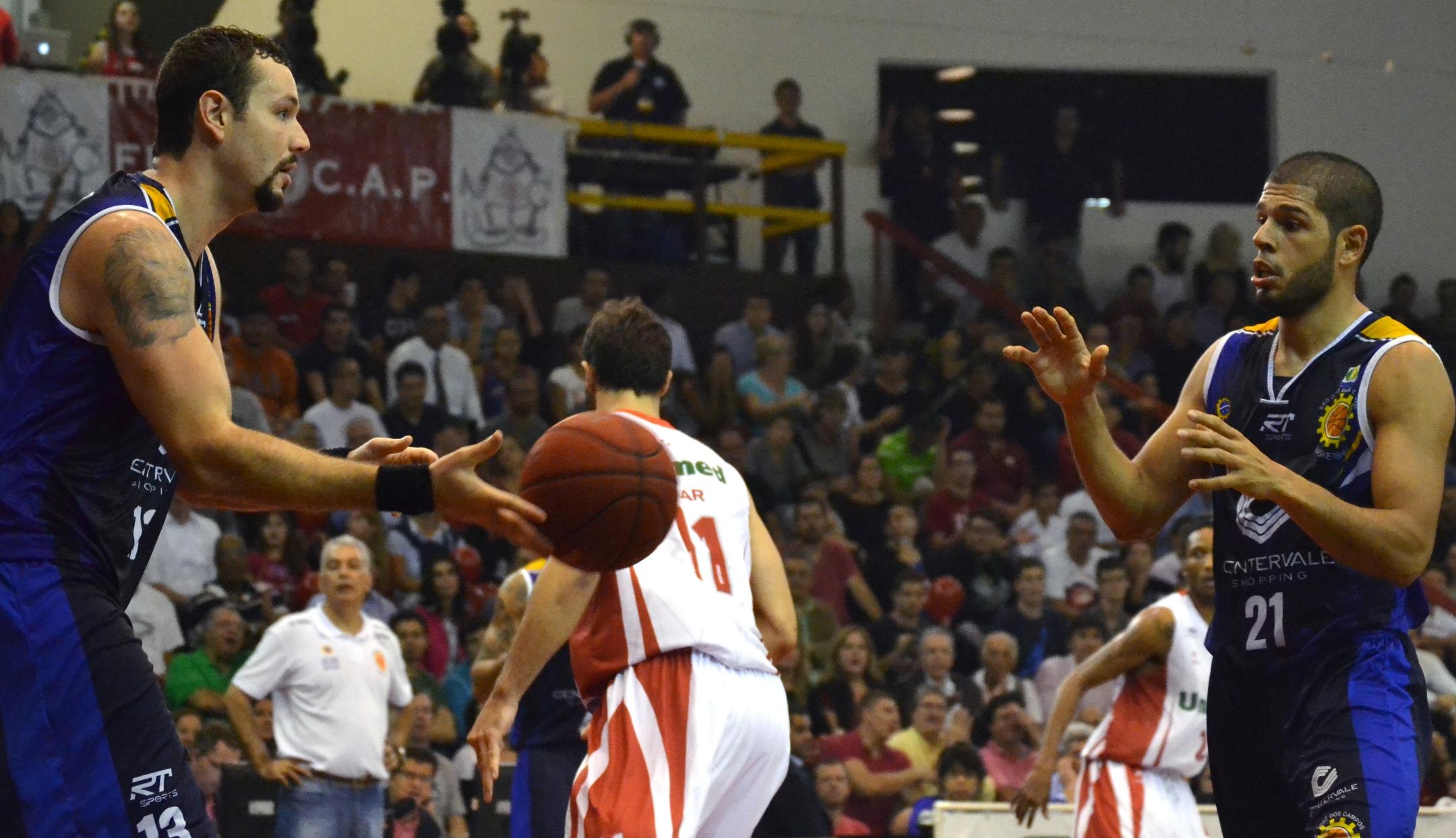 Caio Torres e Quezada, do São José