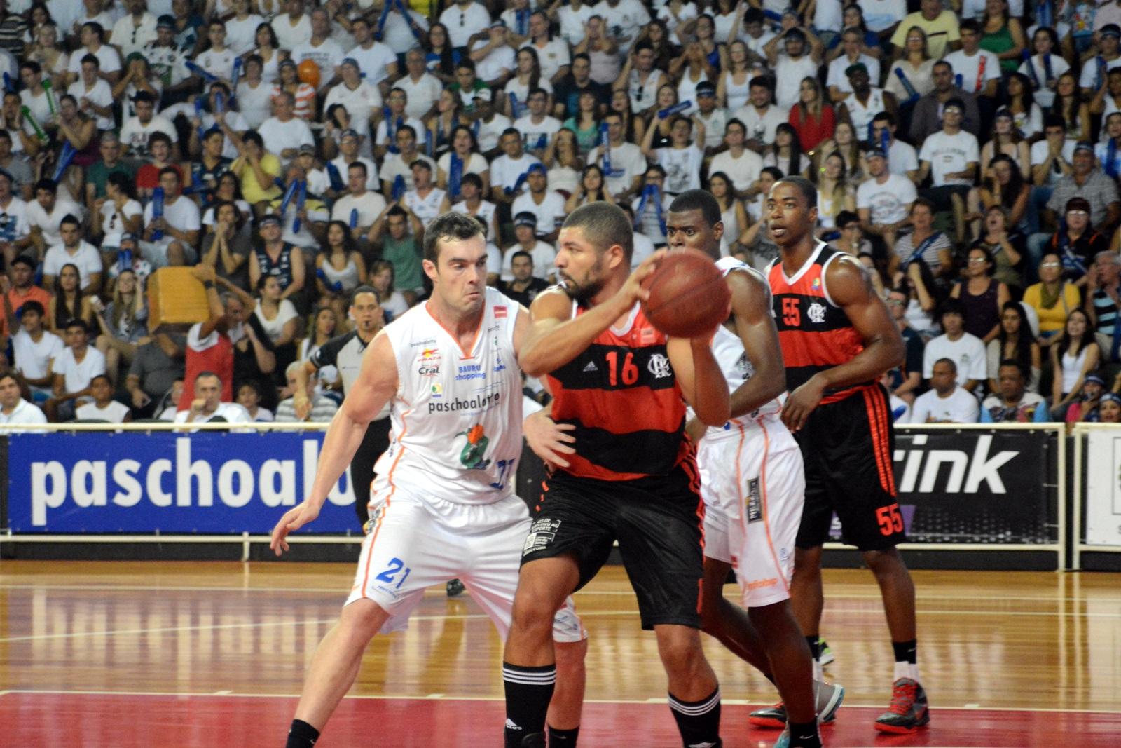 Olivinha, do Flamengo, e Murilo, do Bauru