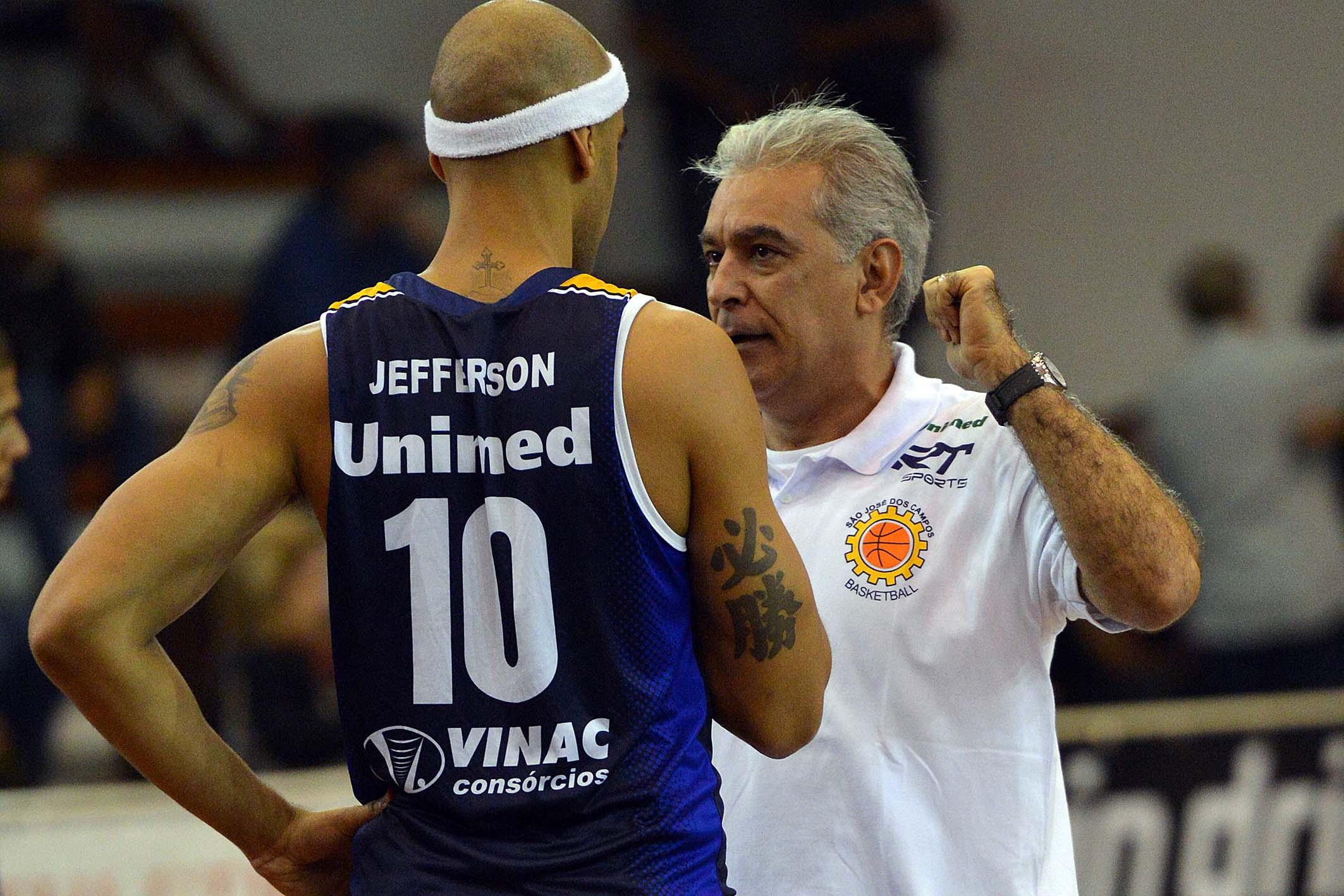 Jefferson e técnico Zanon, do São José
