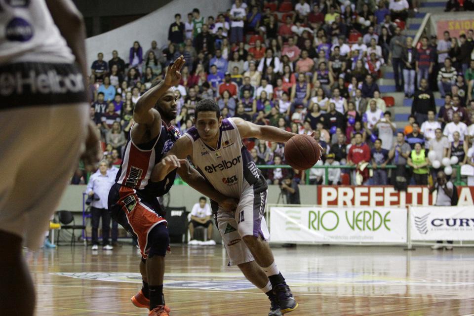 Guilherme Filipin, do Mogi, e David Jackson, do Limeira