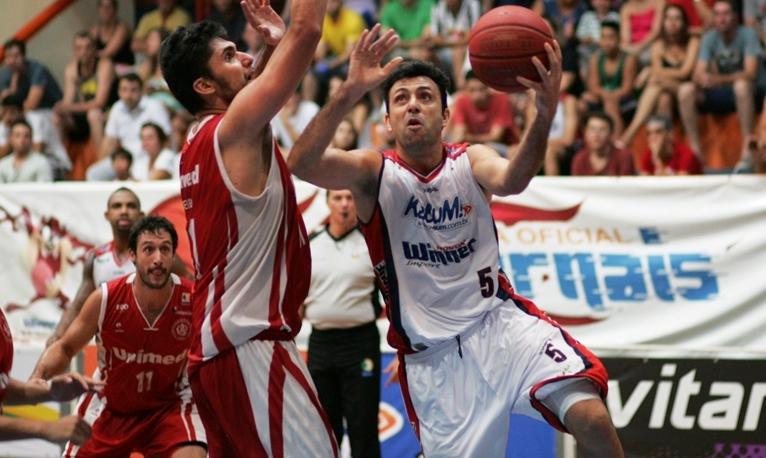 Hélio foi um dos destaques da campanha limeirense na atual temporada do NBB (JB Anthero/Divulgação)
