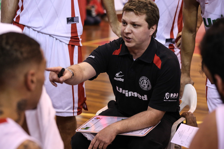 Gustavo De Conti, técnico do Paulistano