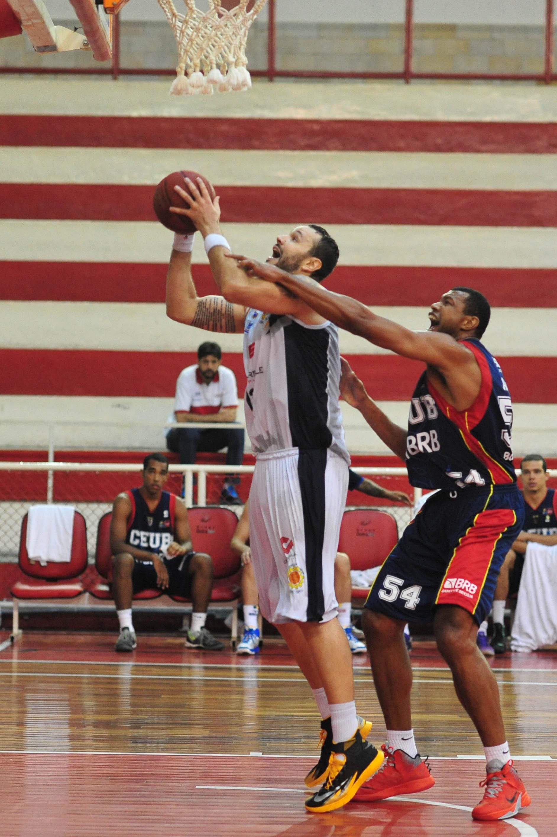 Caio Torres, do São José, e Alírio, do Brasília