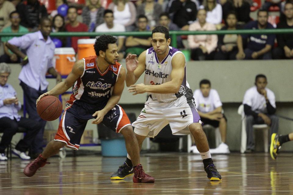 Ronald Ramon, do Limeira, e Guilherme Filipin, do Mogi